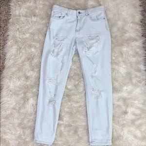 Boyfriend/Mom Distressed Jeans Light Wash